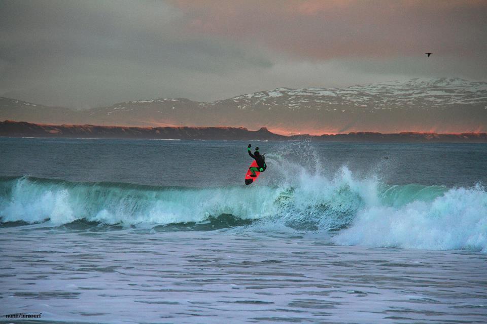 surf-iceland-6-4-lunasurf-winter-wetsuit-ian-battrick-