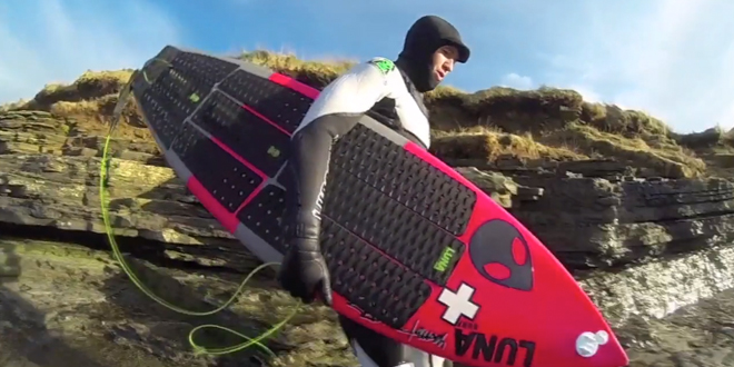 Front-foot-surfing-traction-pads-Lunasurf-Ian-Battrick-surfing-Scotland