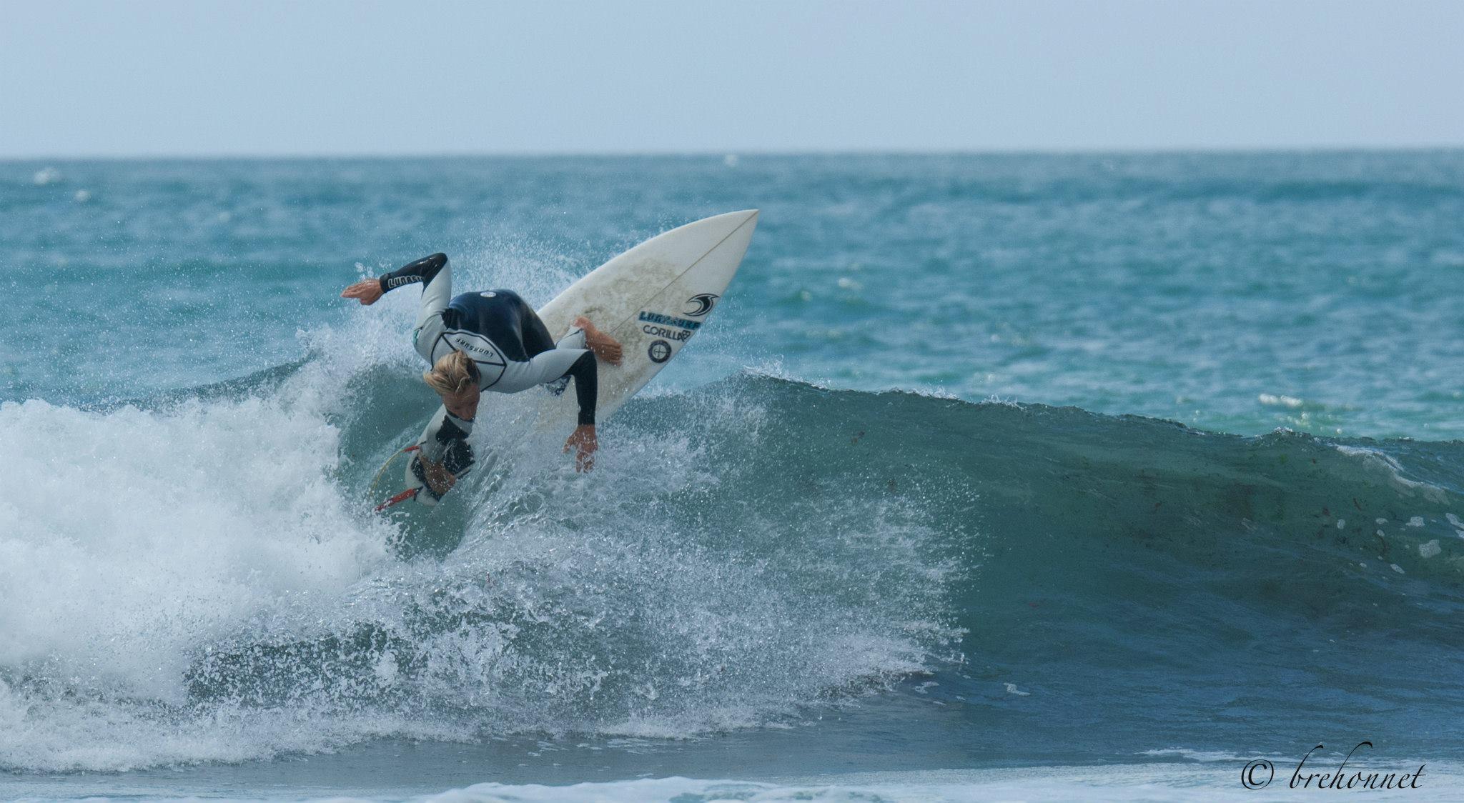 Thomas-Joncour-Lunasurf-Hybrid-wetsuit-by-Mich-Brehonnet