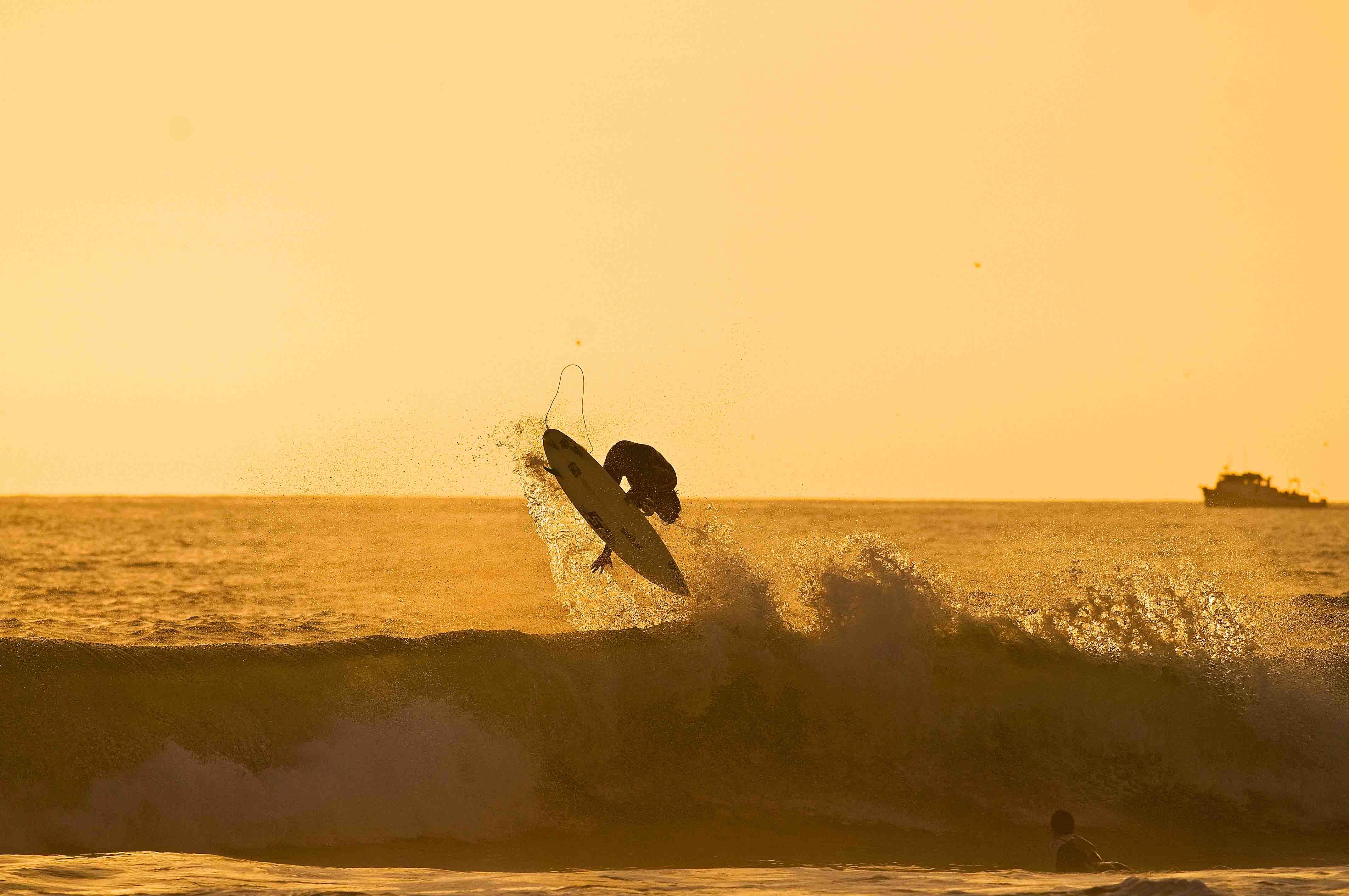 ryan-carlson-riding-the-lunasurf-tail-pads-and-leashes